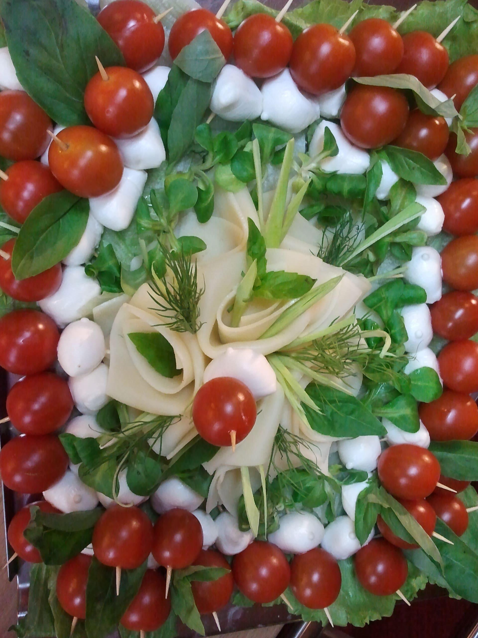 Mozzarella a cherry rajčátka